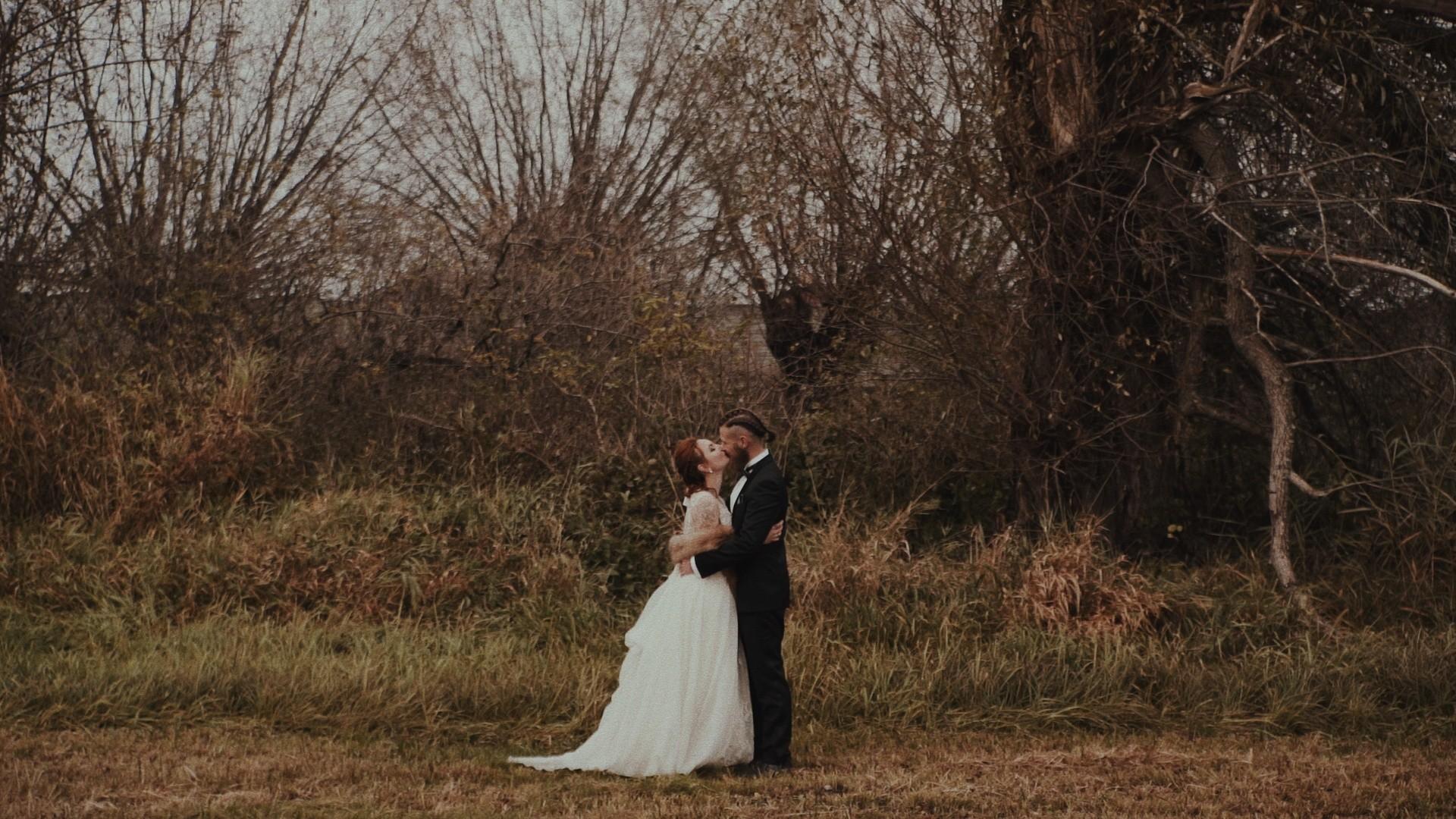 Sesja ślubna zdjęciowa w lesie