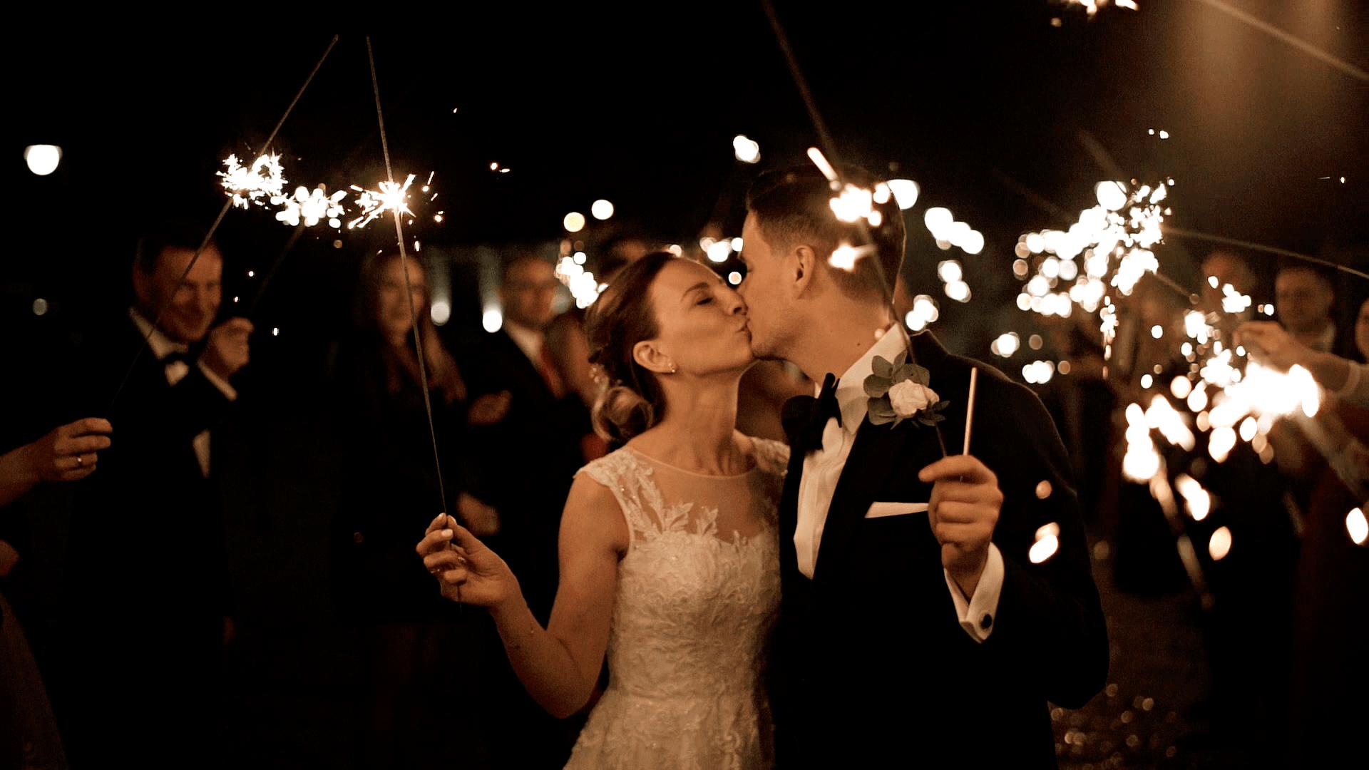 Klimatyczne zimne ognie na weselu